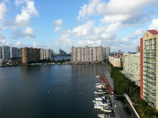 Miami Beach Intracoastal Apartments by Globe Quarters: Intracoastal view