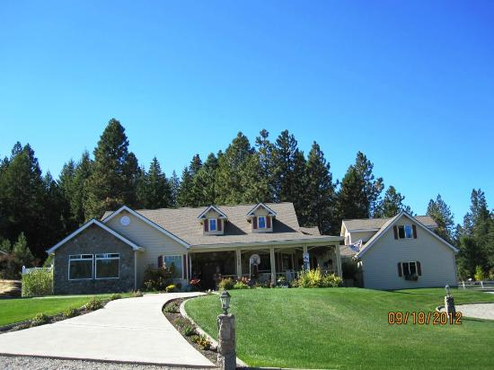 Aspen Meadows Bed & Breakfast: front view