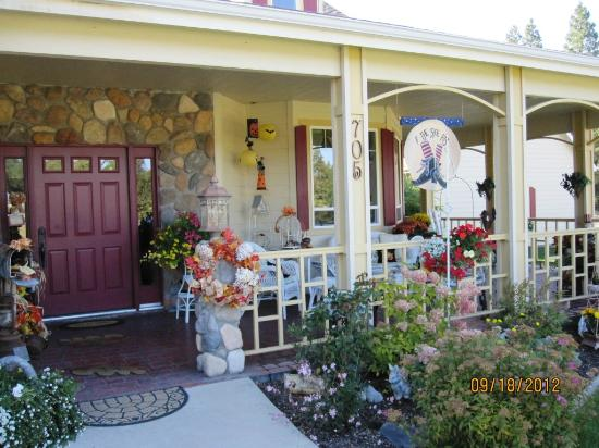 Aspen Meadows Bed & Breakfast: Entrance
