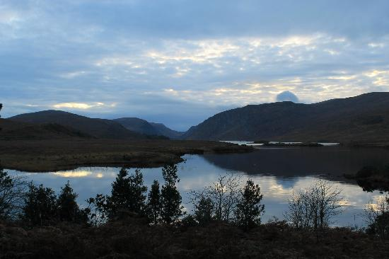 Castillo Glenveagh: Stunning views on the walk to Glenveagh Castle