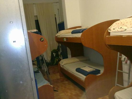 Sant Jordi Arago Hostel: room with 8 beds