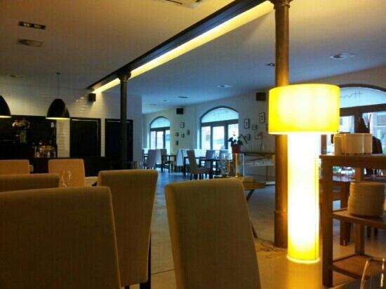 Hugo Restaurant : Hugo at 2 pm :-)