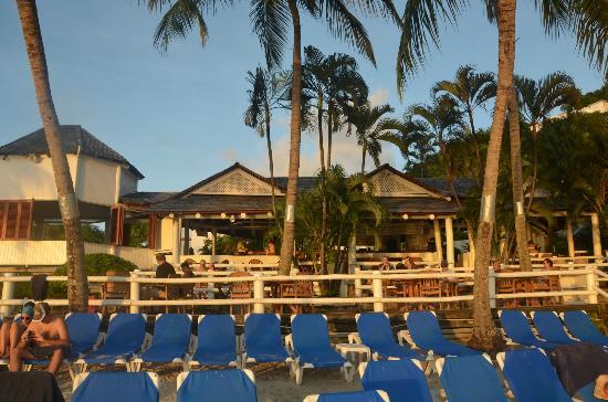 Windjammer Landing Villa Beach Resort: Bar on the beach