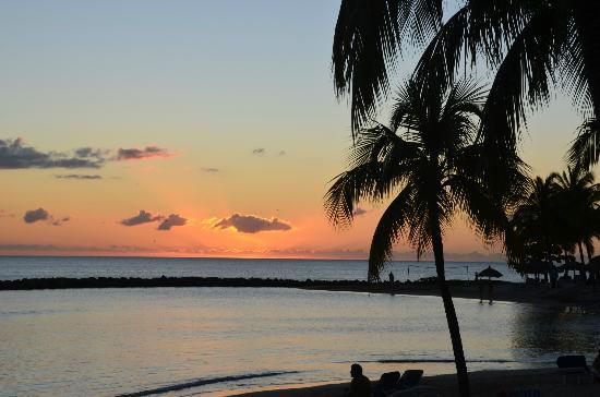 Windjammer Landing Villa Beach Resort: Sunset on the beach