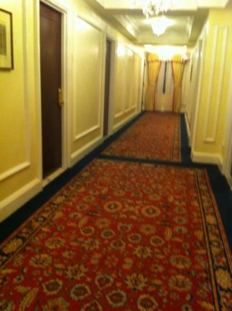 Taj Boston: Hallways are elegant.
