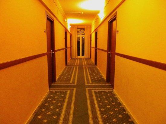 Hotel Stella del Mare: Les couloirs de l'hotel!