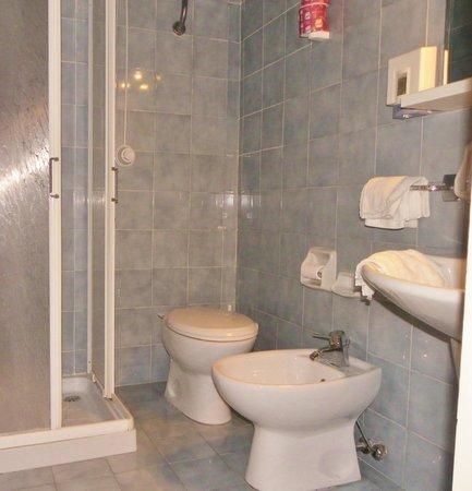 Hotel Stella del Mare: salle d'eau