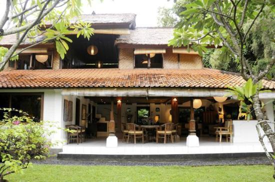 Robins Place: Daytime Villa