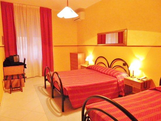 Hotel Stella del Mare: 1ère chambre avant changement!