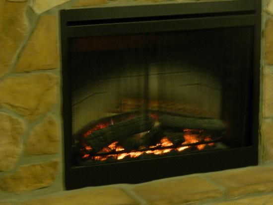 Westgate Branson Woods Resort: Fireplace