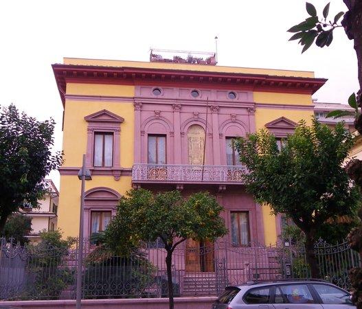 Hotel Stella del Mare: Maison face à l'hotel!