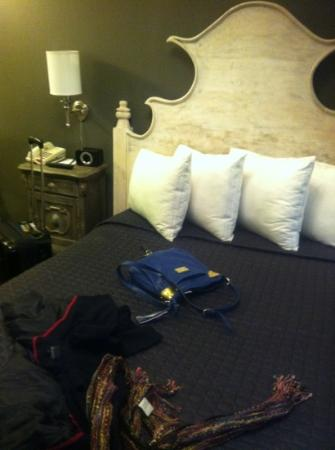 Seton Hotel: very nice ... double shared bathroom room 401