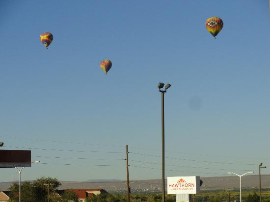 Hawthorn Suites by Wyndham Albuquerque: Fly to the moon in my beautiful balloon....