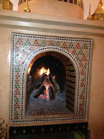 Riad Jona: Fire in the Lounge