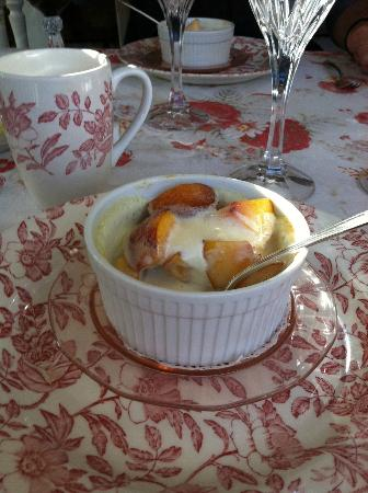 England House B&B: Breakfast on the sun porch