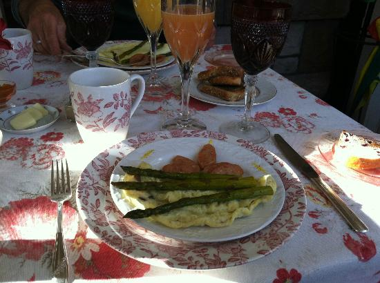 England House B&B: Breakfast Extraordinaire!