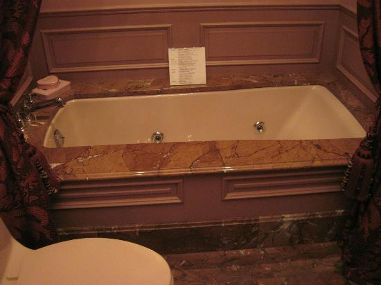 Kohler Design Center: tub
