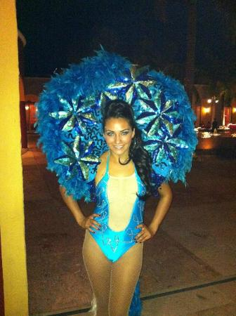 Ocean Maya Royale: Amy Jean ready for Cuban night at the showroom