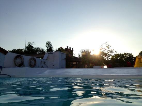 La Passion Hotel Lounge: piscina al tramonto