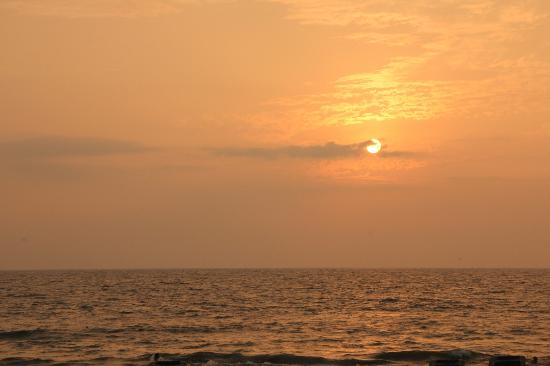 Hotel Riu Palace Pacifico: Sunset on the beach