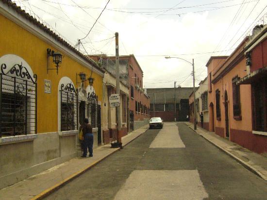 Posada Belen Museo Inn: Calle tranquila del Hotel