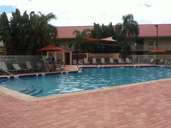 La Quinta Inn Cocoa Beach: Alberca