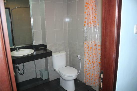 Batu Wonderland Hotel & Resort: Bathroom