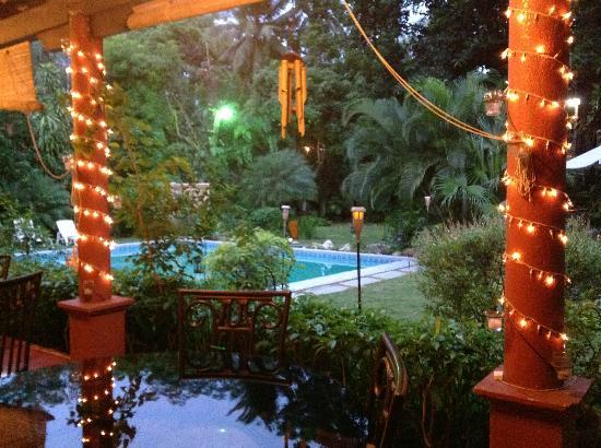 Hotel Boutique Villa Maya: Vista de la piscina desde el area de desayuno