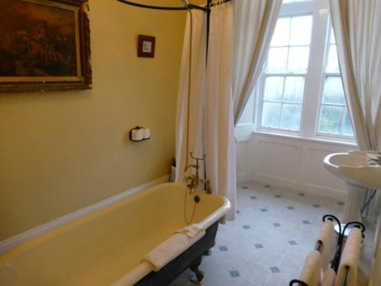 Kinnitty Castle Hotel: En suite bathroom