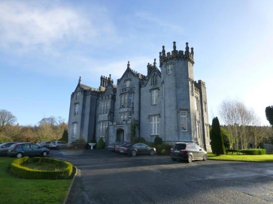 Kinnitty Castle Hotel: Exterior of Castle