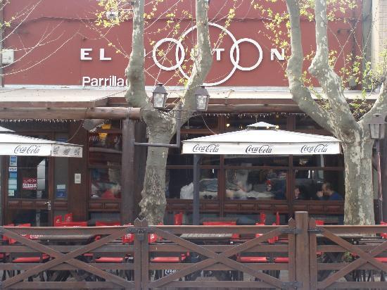 Avenida General Flores: Parrilla El portón
