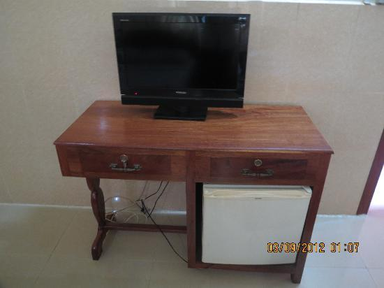 Mingalar Inn: TV & Fridge