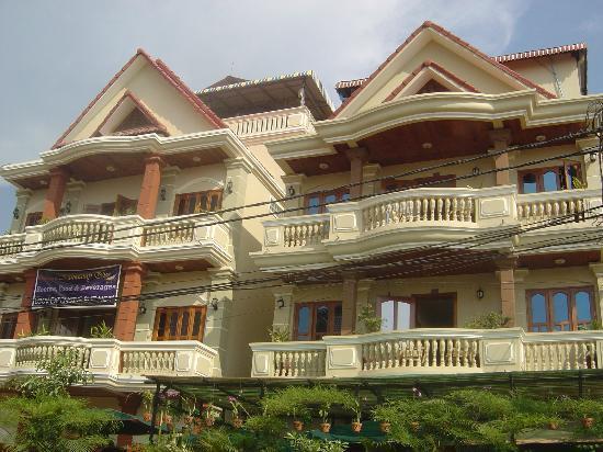 Mingalar Inn: Front View