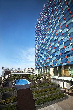 GLOW Pratunam: Hotel's exterior