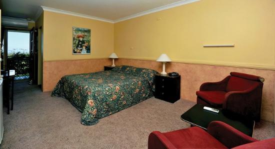 Milton Village Motel: Queen Room