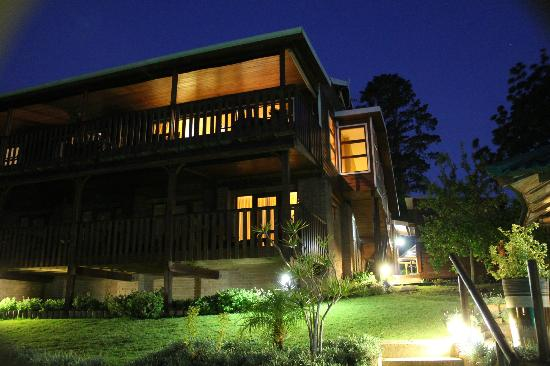 Pumula Lodge: The Lodge at night