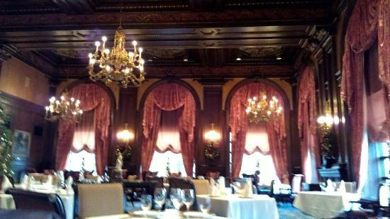 Hotel du Pont: green room
