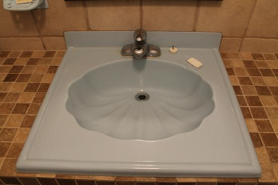 Tropic Cabanas: Bathroom sink