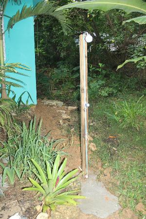 Tropic Cabanas: Outdoor shower