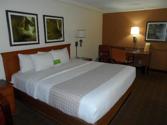 La Quinta Inn Miami Airport North: A clean room with free Wi-fi