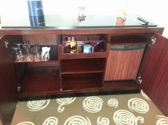 Sheraton Amman Al Nabil Hotel: Mini bar