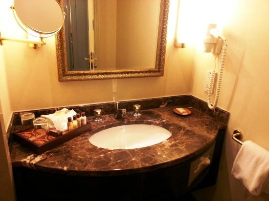 Sheraton Amman Al Nabil Hotel: Bathroom utilities