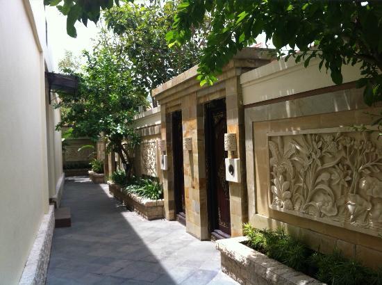Best Western Kuta Villa: Front of villa