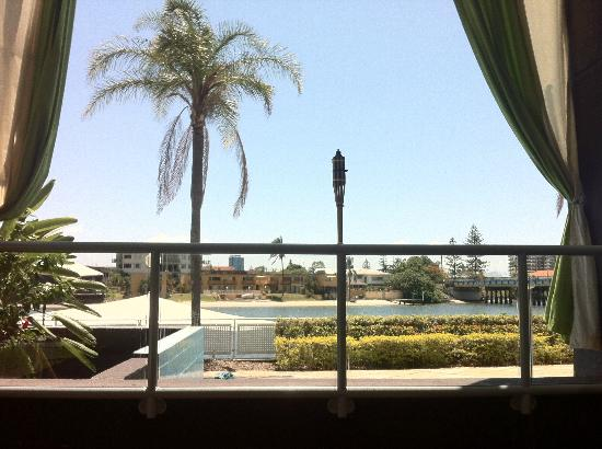 Vibe Hotel Gold Coast: view sitting down at the pool bar - same view from the gym