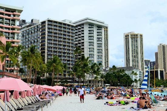 Outrigger Waikiki Beach Resort: The Hotel from Waikiki
