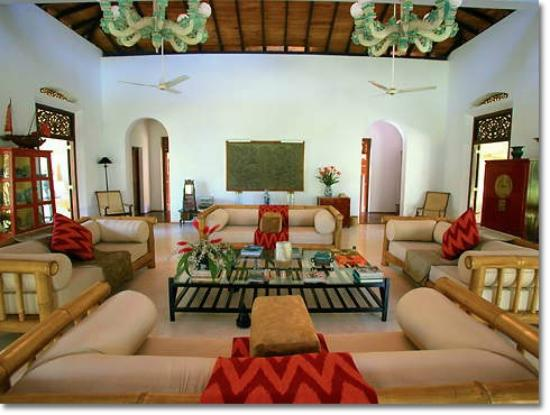 Apa Villa Illuketia: Main house common room