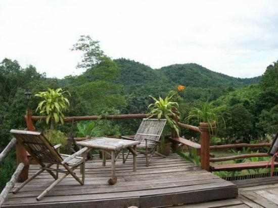 Bamboo Country Lodge: terrace small bungalow