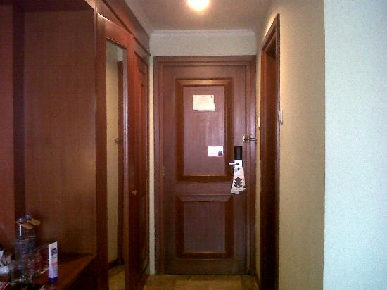 The Sunan Hotel Solo : room entrance