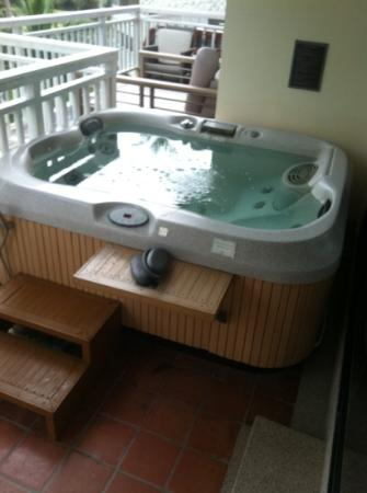 Whirlpool auf dem Balkon - Bild von Cape Panwa Hotel, Cape Panwa ...