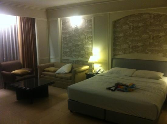 Centre Point Pratunam Hotel: bed area